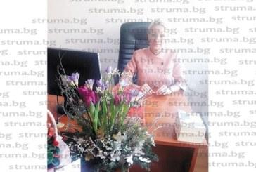 Експредседателят на Районен съд – Сандански Николинка Бузова почерпи колегите за именния си ден