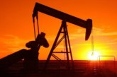 Цената на петрола продължава да пада