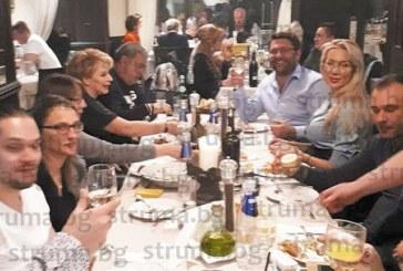 Антония Петрова и съпругът й на коледен купон в Сандански с екипа си