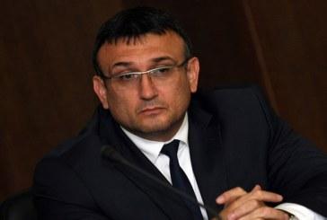 Министърът на МВР Мл. Маринов призна: Камера в полицейска кола в Сандански заснела как униформен бие 17-г. Юлиян Б., ОДМВР – Благоевград издирва самоличността на бияча
