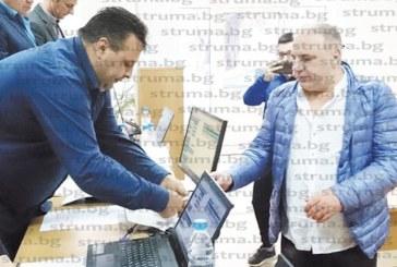 Зам. председателят на ОбС – Сандански Николай Шаламандов почерпи колегите за Никулден