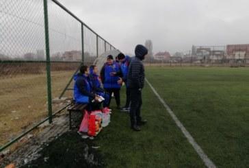 """В дъжд, кал и локви """"Славата"""" оцеля във визитата срещу третия в македонския елит"""