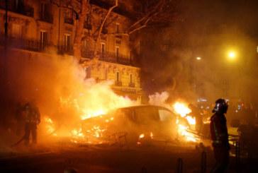 Нощни протести във Франция