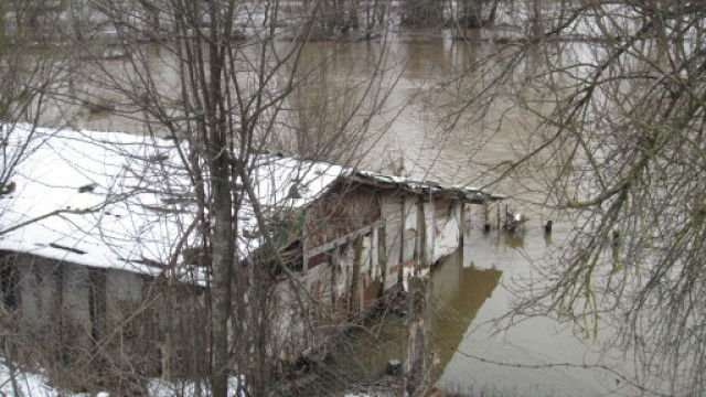 Река Велека преля, заля пътя Ахтопол - Синеморец