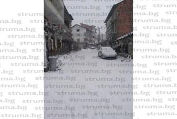 Сандански в снежен капан, улиците са непроходими
