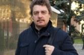 Камен Донев пресича на червено, актьорът милионер търчи по анцуг, за да вкара пари по сметката си