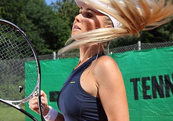 Тя е родена с мъжки и женски полови органи, но е една от най-сексапилните тенисистки