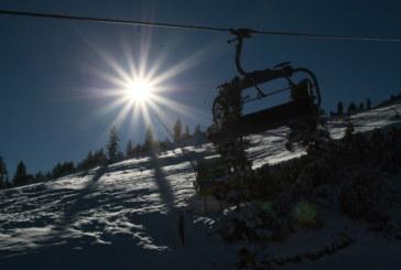 Лифтът на Добринище спря, снегът скъса жиците