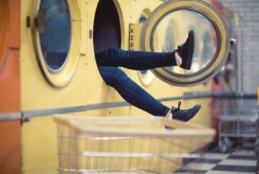 9 неща, които никога не трябва да слагате в пералнята