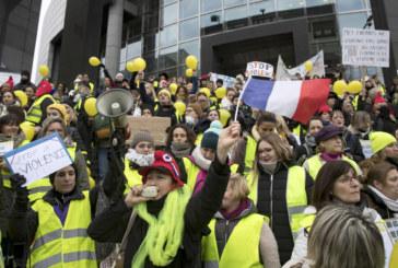 """Скандал заради """"жълтите жилетки"""" във Франция"""