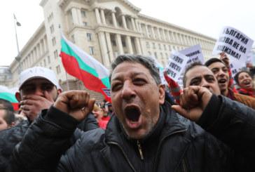 Ромски организации скочиха на протест пред Министерския съвет