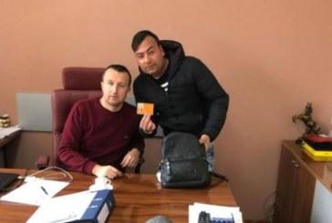 Младеж от Белица намери изгубена чанта с пари и документи, предаде я в Общината