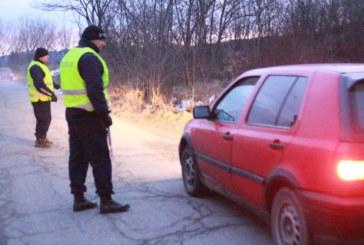 Полицаи гониха автомобил 200 км, двама са арестувани
