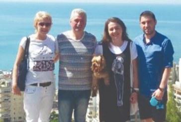 Мъжът на Мая Манолова я смени с по-млада блондинка