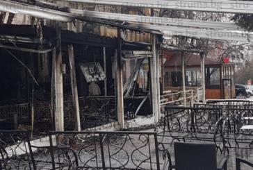 """Гледката в кафе """"Рая"""" в Сандански е зловеща, камерите издадоха похитителите, ударили Бурката с коктейл """"Молотов"""""""
