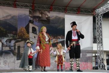 С пъстър Кукерски карнавал и пожелания за здраве Банско посрещна Новата 2019 година