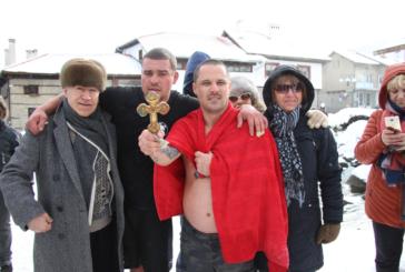 Богоявленският кръст в Банско бе спасен от 30-г. Радослав Тодоров
