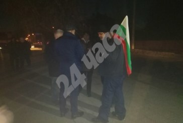 Гняв във Войводиново: Ще протестираме, докато паднат циганските къщи
