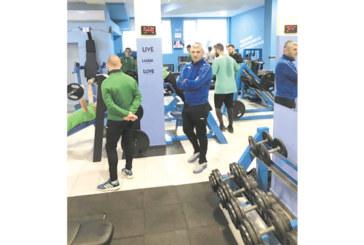 """Играчите на """"Вихрен"""" влязоха във фитнес залата на Г. Карамитов"""
