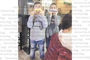 Девети рожден ден празнува с приятели малкият каратист от Сандански Ив. Петров