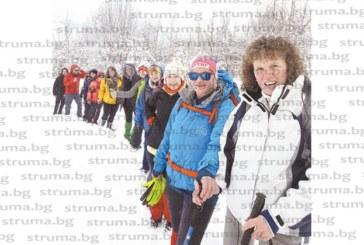 Кюстендилски туристи измолиха от Св. Атанасий на едноименния връх край Етрополе зимата да си ходи