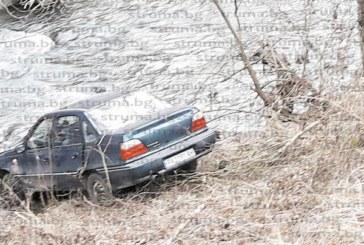 Кола полетя в река Глазне край Баня, серия катастрофи белязаха пътищата в Банско и Разлог в първия работен ден на Новата година