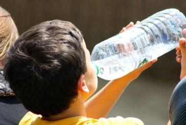 Колко вода трябва да пият децата и защо да избягваме минералната
