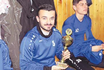 """Благоевградският капитан на """"Монтана"""" с купа на първата тренировка"""