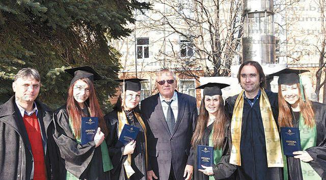 Съпругата на Борис Дали с второ висше от ВМИ, категорична е, че ще става еколог