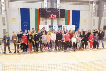 """Втората ни ракета Д. Кузманов събра стотици в зала """"Скаптопара"""", 16 си тръгнаха с билети за най-силния тенис турнир в България"""