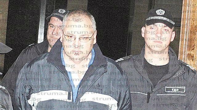 Свидетел лансира различна версия за смъртоносната ракия на делото срещу якорудския бизнесмен Тайфи Мекльов: На сбирките в дърводелския цех всеки си носеше мезета и напитки