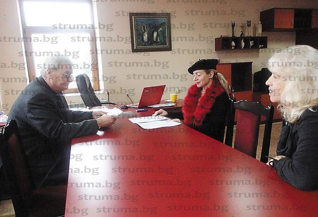 За 281 лв. съпругата на общинския съветник Кр. Роячки - Ивана, нае за 5 г. барчето до централния вход на театъра