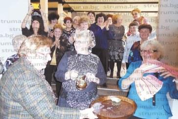 """Над 75 жени от квартал """"Иван Вазов"""" в Дупница празнуваха Деня на родилната помощ"""