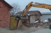 Продължава събарянето на незаконни постройки във Войводиново