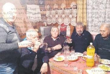 ДА ВЪЗРОДИМ ТРАДИЦИИТЕ! Семейство от Сапарева баня украси дома си като етнографски музей и покани роднини на седянка