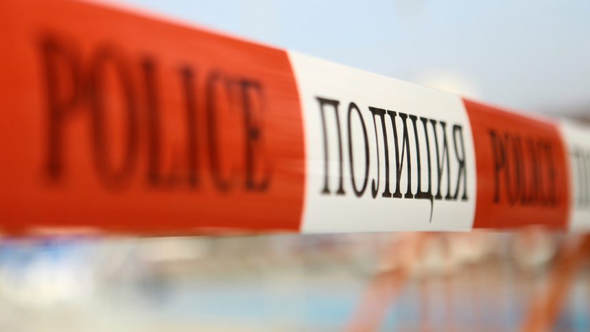 Малолетни момичета пребиха 17-г. в Сандански, сестричката й крещи ужасена, десетки гледат безучастно
