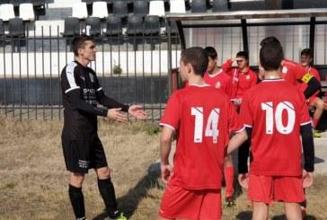"""Юношите на """"Бела"""" падат с чест срещу мъжки тим в Гърция"""
