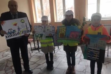 30 детски рисунки бяха представени в залата на полицията в Кюстендил