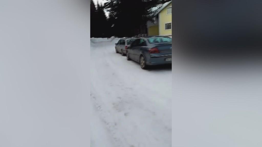 Туристи блокирани на Семково
