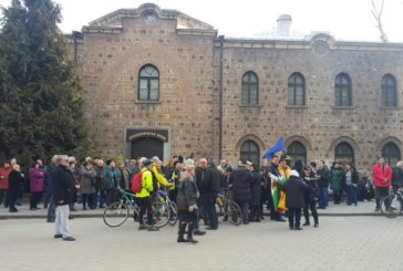 Протестиращи искат оставката на Румен Радев