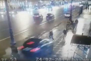 Кола се качи на тротоар и блъсна пешеходци