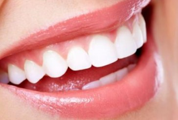 Четири домашни рецепти за бели зъби