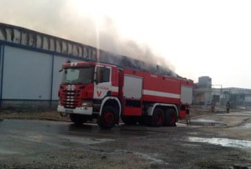 Разследват причините за пожара! Полиция и пожарникари влизат в изгорелия завод във Войводино