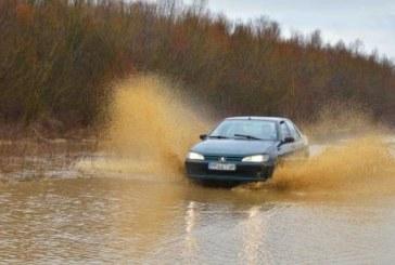 Опасен участък на международния път Перник – Северна Македония! Трасето подкопано, при обилен дъжд остава под вода