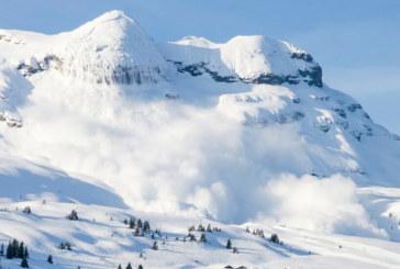Лавина в Алпите, има затрупани