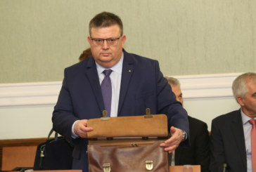 Цацаров поиска отстраняване на прокурор, заработвал като букмейкър