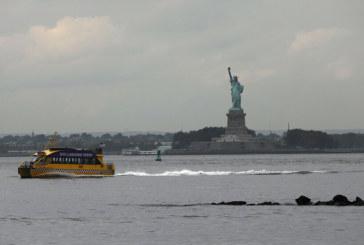 Федерален съдия от САЩ поиска да се изкачи по Статуята на свободата