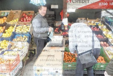 С марули за Адемов, плодове за кметицата Капитанова, купувани от шофьора й и търсените заради грипа корени джинджифил евродепутатската сергия на Абидин от Гърмен оцеля тази зима