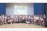 """""""Пирински наниз"""" празнува 5-г. юбилей, танцьорките изненадаха ръководителката си М. Калоянова с подарък цървули"""