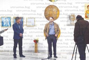 Кюстендилски художник, възпитаник на ЮЗУ, си подари изложба в синьо за 45-ия рожден ден